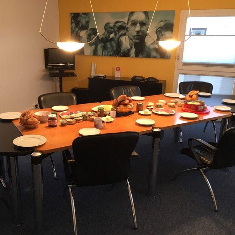 Monatliches Teamfrühstück
